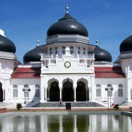 The Banda Aceh Grand Mosque, in Aceh on the island of Sumatra in Indonesia, photographed on January 6,2005. The mosque was rebuilt after it was destroyed in 1874 by the Dutch, who sought to undermine the powerful Muslim state where women ruled for 100 years. (Wikimedia / Si Gam)