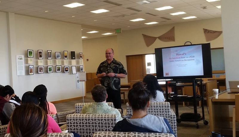 "Dr. Keanu Sai lectures on ""Onipaʻa: the Legal Status of Hawaiʻi,"" at the University of Hawaii, West Oahu, on May 22, 2010. (Flickr / University of Hawaii - West Oahu)"