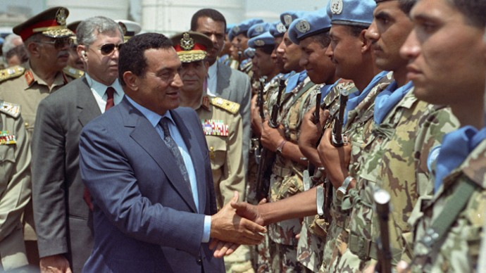 Mubarak reviewing Egyptian soldiers about to be deployed as part of a United Nations force in 1992. (Photo Norbert Schiller)