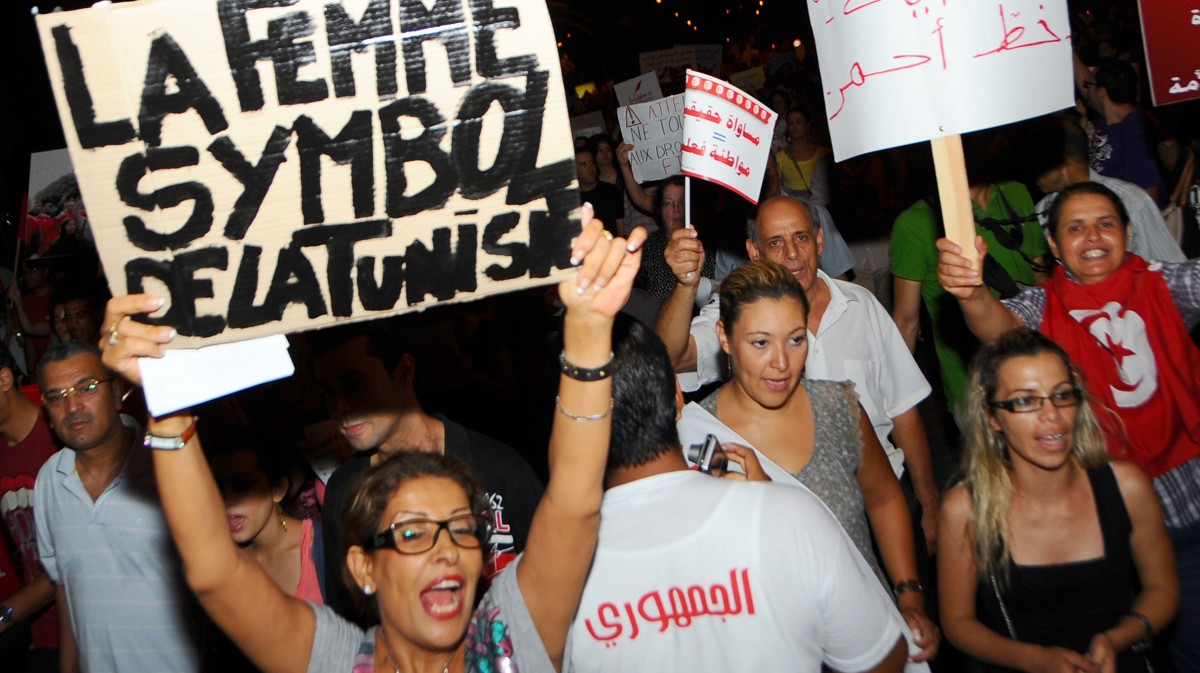 Protesters In Tunisia Fight Back Against Salafi Extremists ...