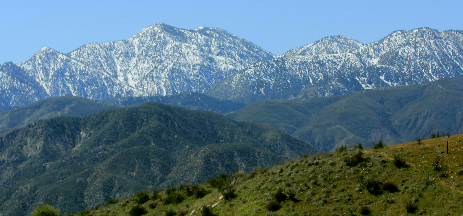 View of the San Gabriel Mountains from Cajon Pass. (Photo: Wikimedia Commons)