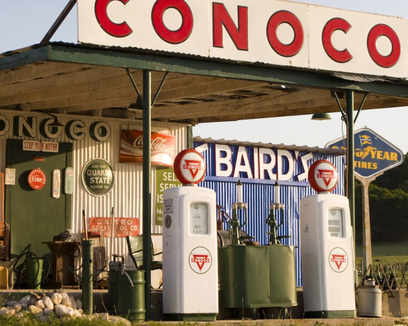 An abandoned, vintage Conoco gas station photographed in Taylor, Texas on June 26, 2008. ConocoPhillips announced a major wave of layoffs as the oil industry continues to slow along with falling oil prices. (Flickr / Will De Freitas)