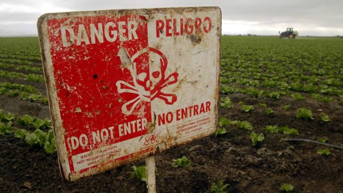 "A ""Do Not Enter"" sign marks a field of head cabbage during the spraying of pesticides near Chualar, Calif., Monday, Sept. 16, 2002. (AP Photo/Mike Fiala)"