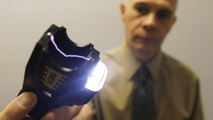 Police Chief John Martin demonstrates a Taser in Brattleboro, Vt., Thursday, Aug. 16, 2007. Civil libertarians and mental health advocates  in Vermont are up in arms over police use of Taser guns, which have been used recently on an unruly psychiatric patient, two non-violent protesters and a Vermont State Hospital patient seen weaving through traffic on Interstate 89. (AP Photo/Toby Talbot)