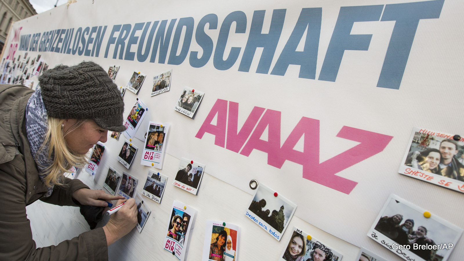 "Avaaz ""Wall of Love"" in Dresden"