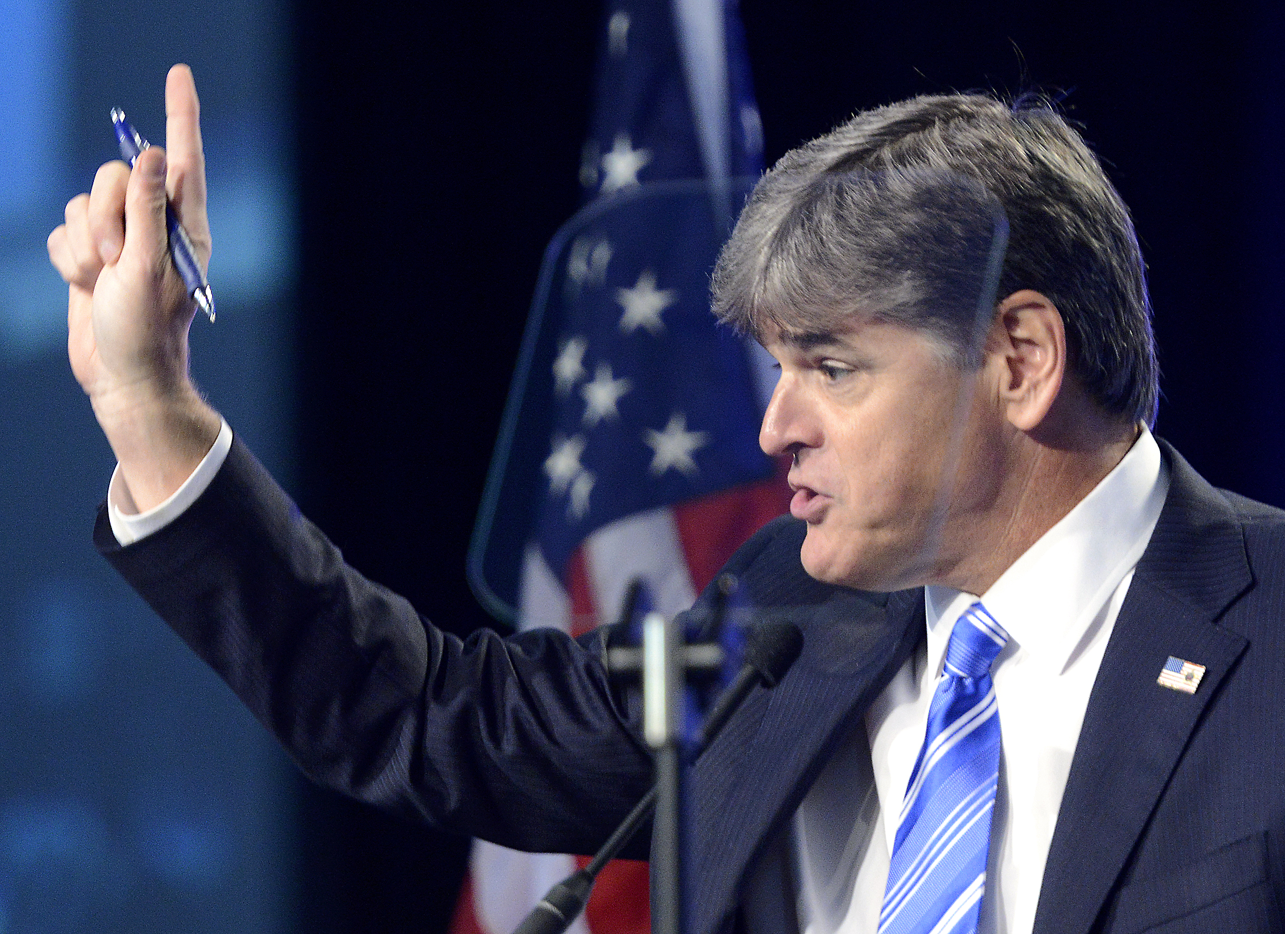 Sean Hannity Falls For Hoax Website Claiming US Is Taking In 250,000 Syrian Refugees