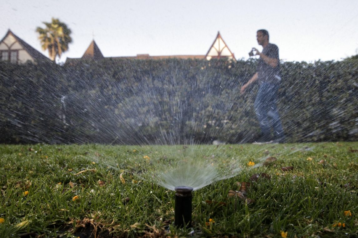 Amid Continuing Drought Los Angeles Considers Public Shaming For Water Violators