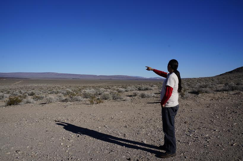 Ian Zaparte points to the Yucca Mountain, proposed site for a nuclear waste disposal site. (Photo: Derrick Broze/MintPress News)