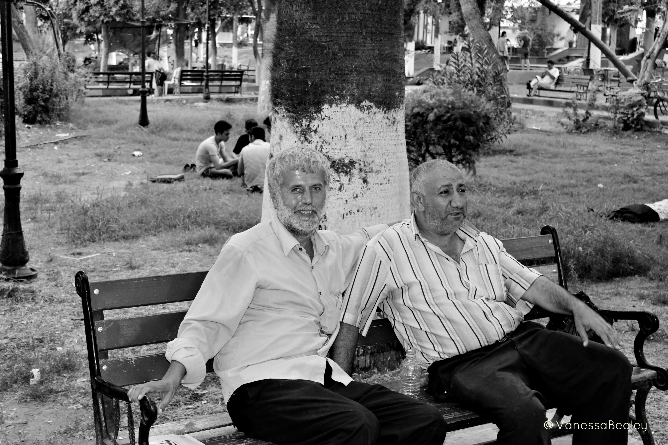 Two men enjoying a moment of respite from the war raging around them. (Photo by Vanessa Beeley)