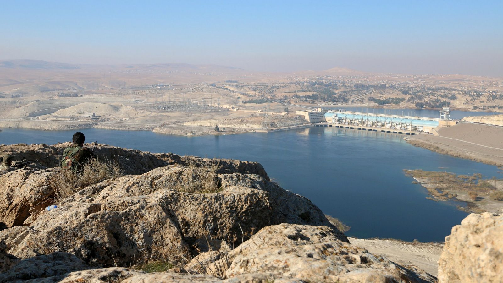 Kurdish Fighters take positions at the top of Mount Annan overlooking the Tishrin dam, after they captured from ISISmilitants, south of Kobani, Syria December 27, 2015. (Photo: Rodi Said)