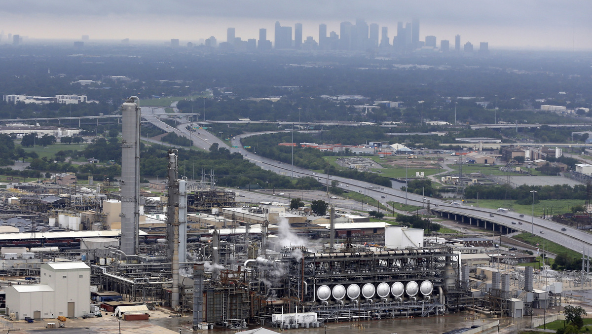Superfund Sites, Oil Refineries Poison Storm-Wracked Houston