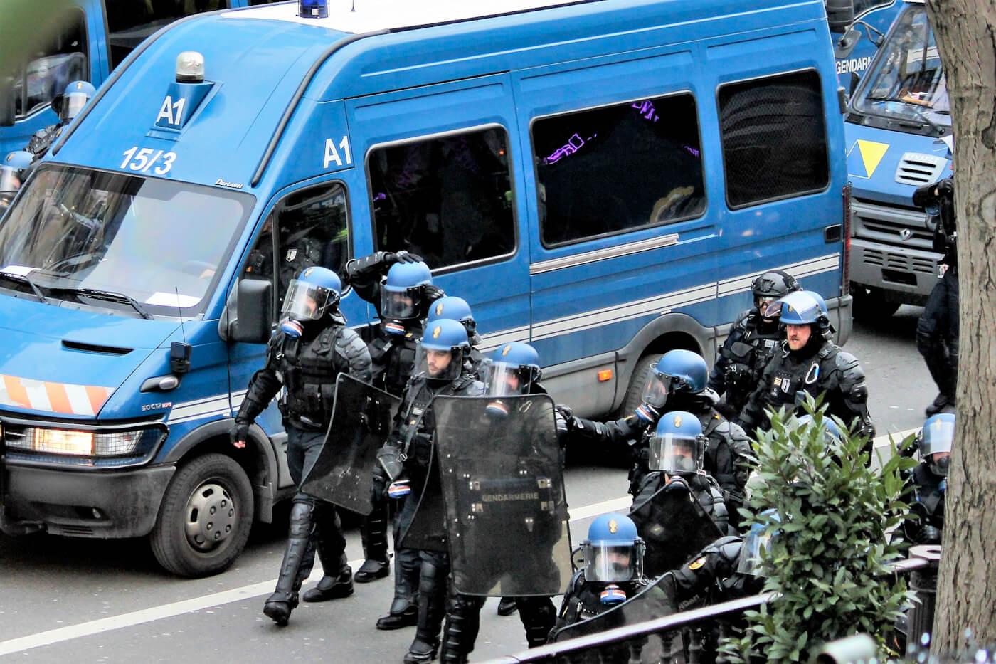 Yellow Vest | Riot Police