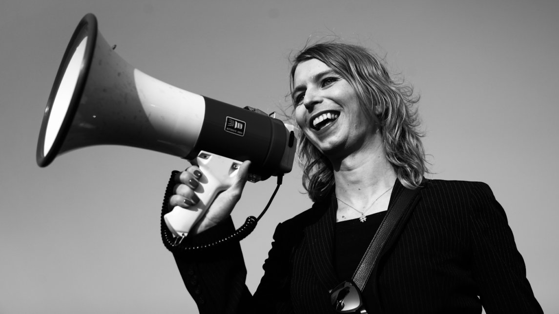 Whistleblower Chelsea Manning Stands Up for Press Freedom, Gets Jailed by US Gov't