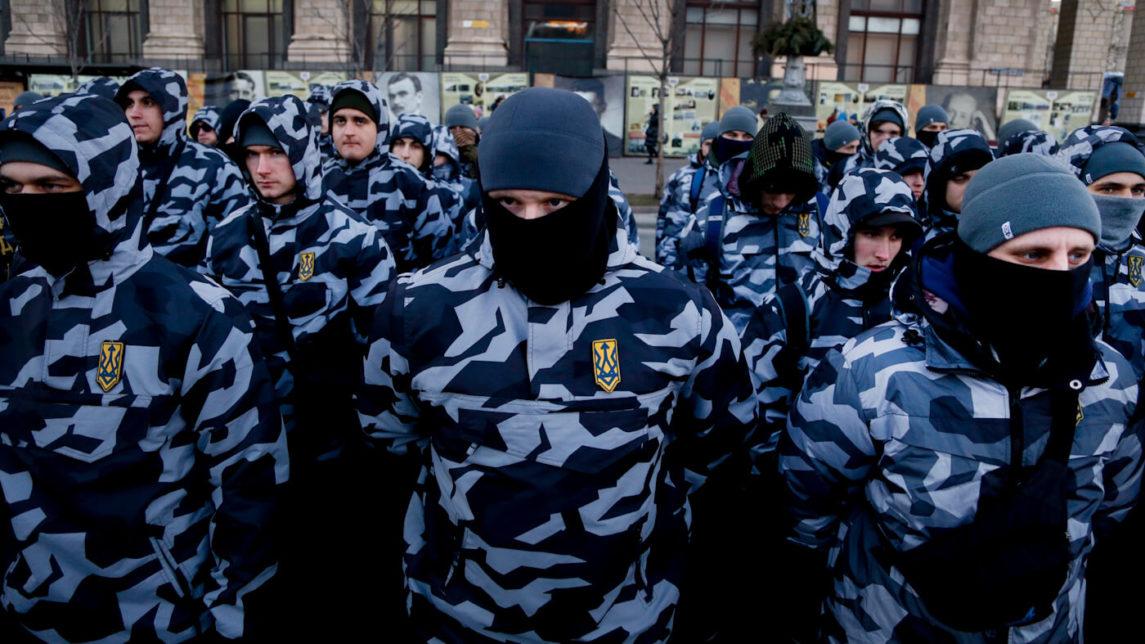 Mientras Ucrania desciende al estado de Estado fallido, los fascistas respaldados por Estados Unidos explotan el caos